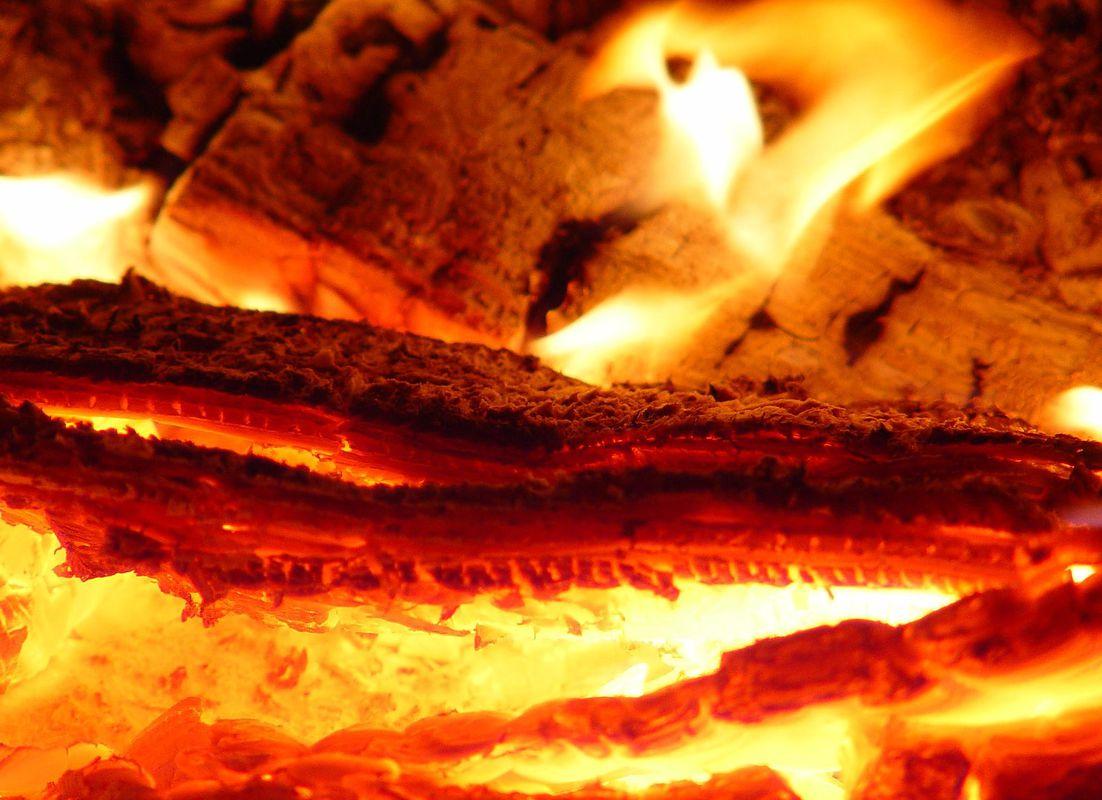 Какая температура горения дров в печи